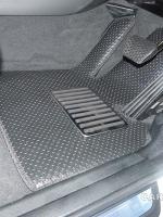 ยางปูพื้นรถยนต์ BMW X3 รุ่น MINI MAT กระดุมเม็ดเล็กสีดำ