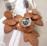 สร้อยคอแฟชั่น ลายดอกไม้ทำจากไม้จริงสีน้ำตาล